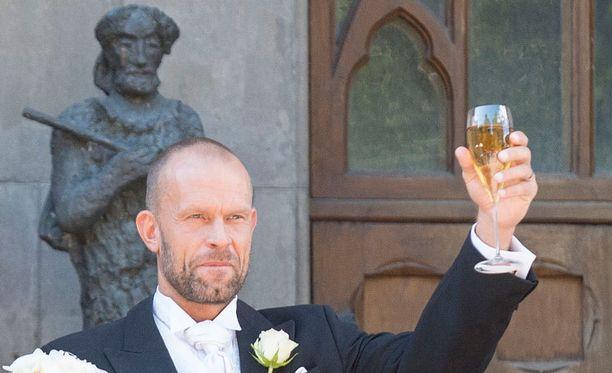Jere Karalahdella on nykyään tuuheampi parta kuin naimisiin mennessään.