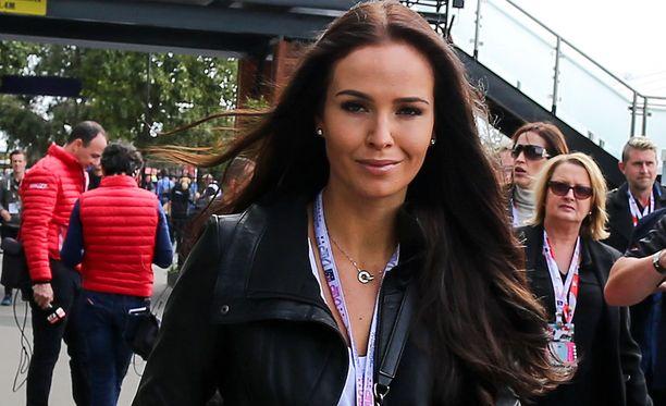 Minttu Virtanen on tuttu näky F1-varikoilla.