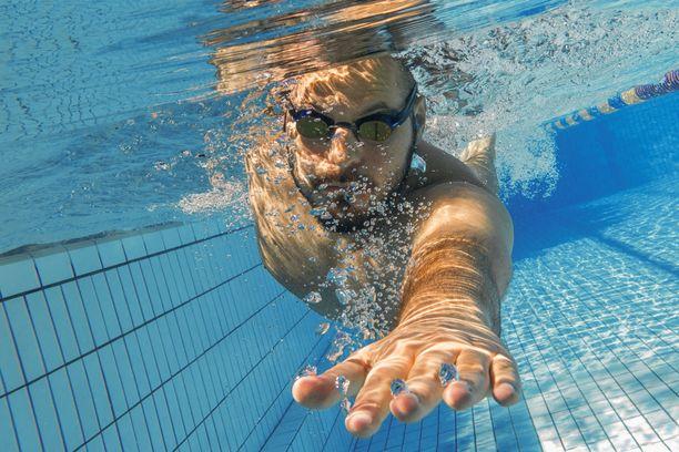 Jo pelkkä vedessä oleminen voi rentouttaa kehoa.