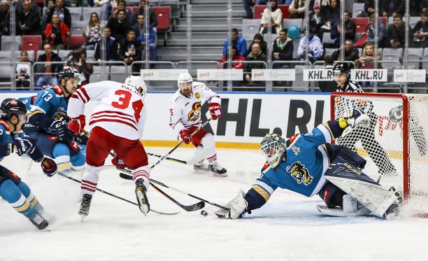 Olli Palola harhautteli 2-1-maalin ohi venäläiskonkari Konstantin Barulinin.