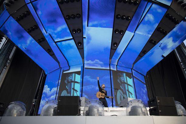 Tiistaina nähty konsertti on osa Ed Sheeranin Divide-kiertuetta.
