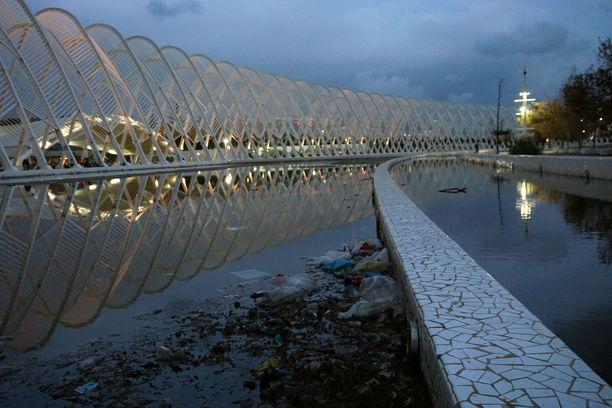 Ateenan olympiapuisto tarjoilee kontrastia.