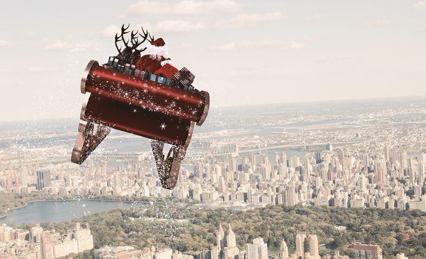 Joulupukki poroineen saa vapaasti saapua Yhdysvaltoihin. Kuvassa pukki lentelemässä New Yorkiin.