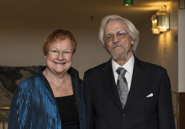 Tarja Halonen ja Pentti Arajärvi livistivät hääjuhlaan suoraan Helsingin yliopiston ylioppilaskunnan 150-vuotisjuhlista.