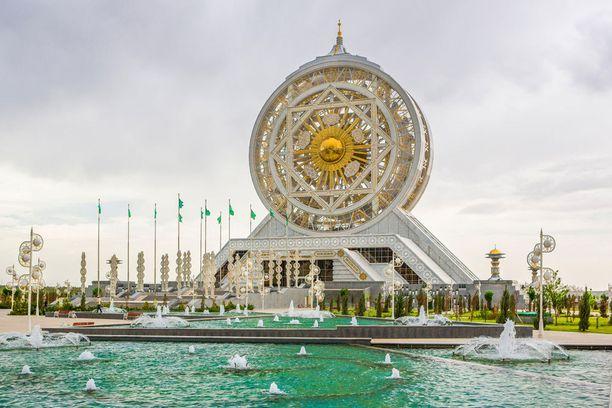 Turkmenistanin pääkaupungista löytyy enemmän marmoripäällysteisiä rakennuksia kuin mistään muualta.