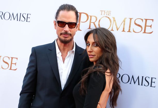 Chris Cornell ja vaimo Vicky huhtikuussa 2017.