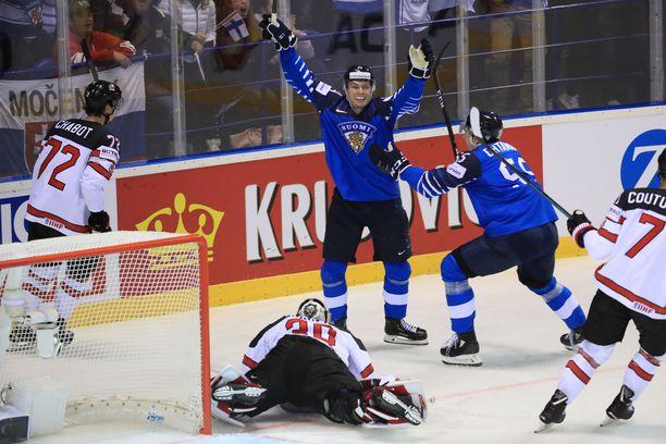 Kaapo Kakko teki 1-0-maalin. Myös Kanada osui avauserässä.