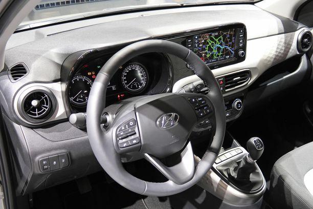 Kelpaisi kalliimpaankin autoon? Pikku-Hyundain ohjaamo on makea.