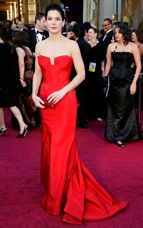 Oscar-tyylit ovat olleet 2010-luvulla moitteettomia. Vuonna 2011 yllä oli kirkkaanpunaista Vera Wangia.