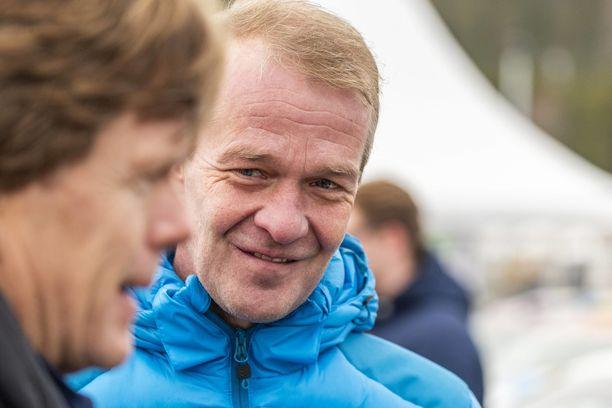 Harri Rovanperä voi keskittyä MM-ralleista nautiskeluun. Kalle Rovanperä on täysiverinen ammattilainen, josta isä voi olla syystäkin ylpeä.
