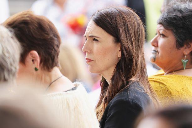 Uuden-Seelannin pääministeri Jacinda Ardern tuomitsee kovin sanoin koronarajoitusten rikkojat.