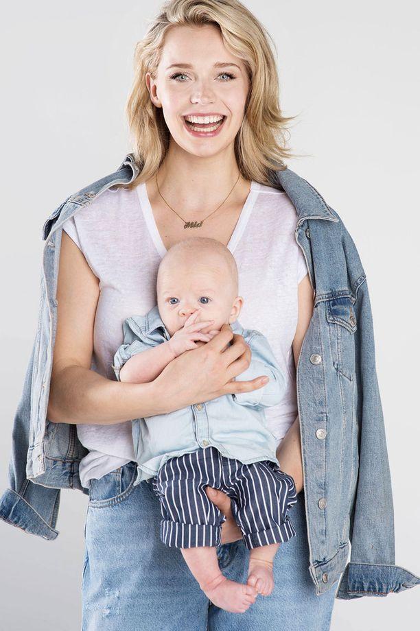 Kuvassa Mia ja Vilppu-poika toukokuussa.