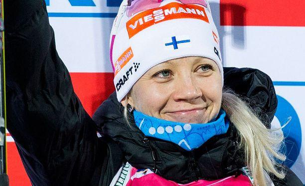 Kaisa Mäkäräisen viikonloppu Östersundissa oli upea. Mäkäräinen oli palkintopallilla kolmena päivänä, sunnuntaina kruunuksi tuli kauden avausvoitto.