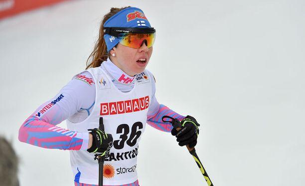 Toiseksi viimeisen osion hiihtänyt Laura Mononen saapui vaihtoon kolmantena.