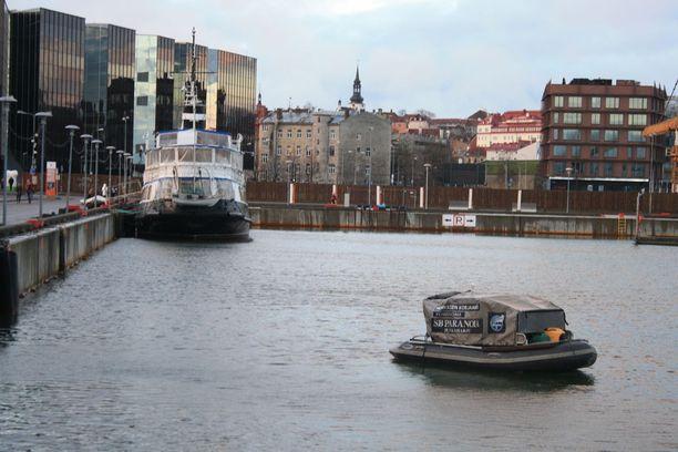Savukoski suoritti etsintöjä veneellä.