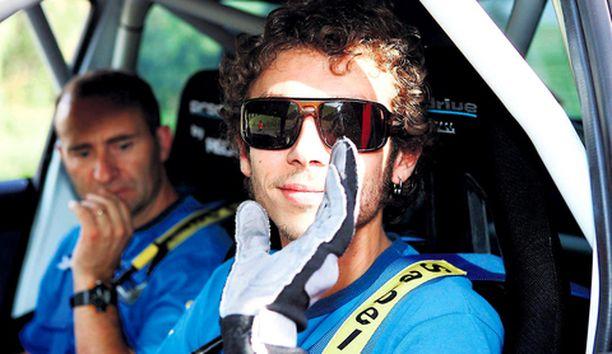 SUPERTÄHTI Italialainen Valentino Rossi antoi näytteen maailmantähden elkeistä rallin MM-sirkukselle.