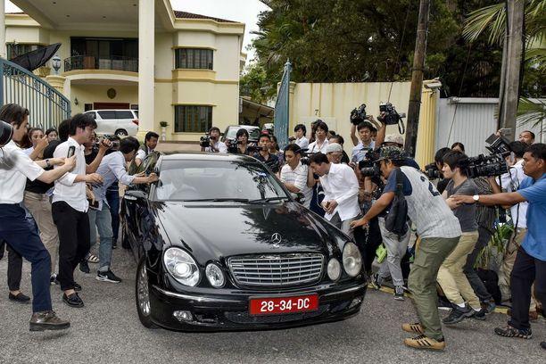 Media yritti haastatella Pohjois-Korean suurlähetystön henkilökuntaa Kuala Lumpurissa keskiviikkona.