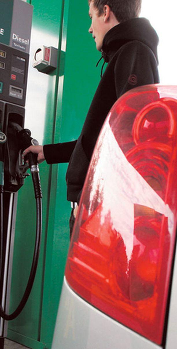 Dieselautot kuluttavat entistä enemmän ja päästöt ovat isompia.