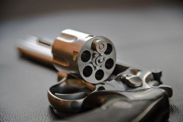 Lappeenrantalainen panosti aseensa vain yhdellä patruunalla. Kuvituskuva, joka esittää .357 kaliberin revolveria.