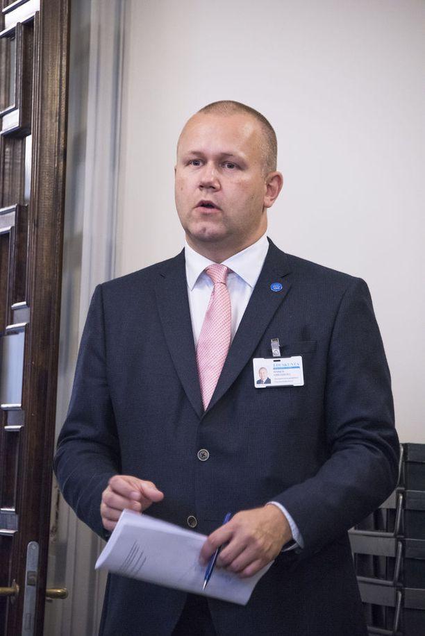 Eduskunnan apulaistiedotuspäällikkö Rainer Hindsberg sanoo, että eduskunta tekee parhaansa vastatakseen opastettujen kierrosten suureen kysyntään parhaansa mukaan.