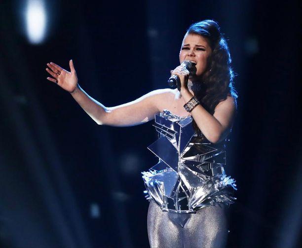 Saara Aalto on päässyt X Factorissa kuuden parhaan joukkoon.