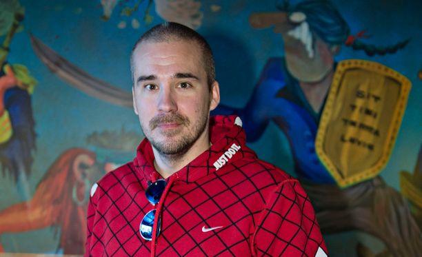 Valavuori on nähty viimeksi televisiossa Laurin talot -ohjelmassa, jossa Lauri Ylönen suunnitteli Valavuoren perheelle talon.
