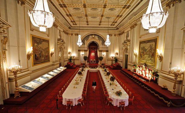 Buckinghamin palatsi kiinnostaa satojatuhansia ihmisiä.