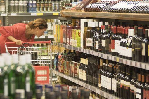 Tallinnan ruokakaupoissa myydään alkoholia miedoista väkeviin.