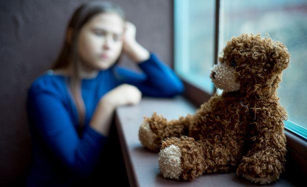 Jos lastensuojelutapauksen käsittely viivästyy, perheen tuen tarve ja ongelmat voivat kasvaa. Kuvituskuva.