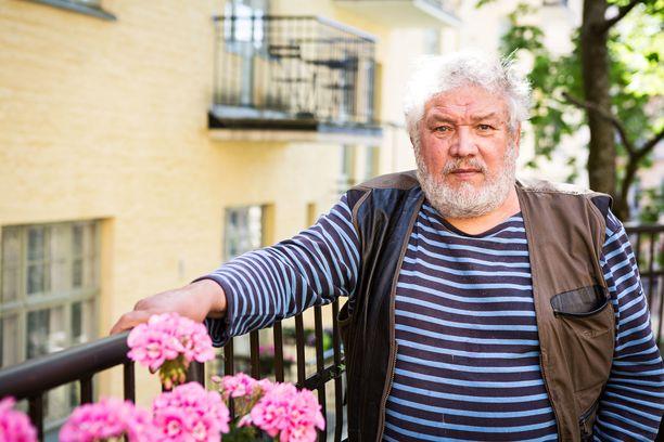 Aarno Laitinen oli yksi Tamminiemen pesänjakat -sensaatiokirjan kirjoittajista.
