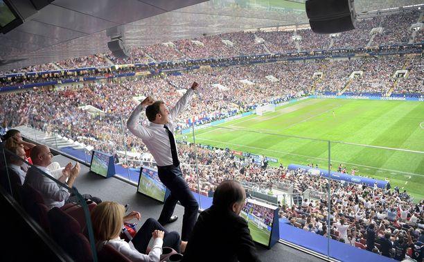 Ranskan presidentti Emmanuel Macron juhlii Ranskan voittoa jalkapallon MM-finaalissa Luzhniki-stadionilla Moskovassa heinäkuussa.