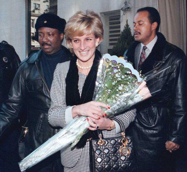 Diana imeskeli jääpalaa ja hurmasi Eric Claptonin.