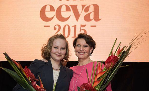 Vuoden vaikuttajaksi valittu Anne Berner ja vuoden tulokkaaksi valittu Anna Rukko saivat molemmat Eeva-lehden tunnustuksen Uusi Lastensairaala -hankkeeseen osallistumisen ansiosta.
