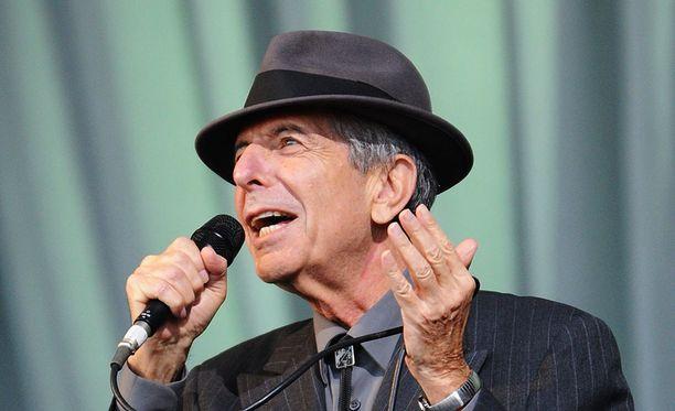 Leonard Cohen oli kuollessaan 82-vuotias. Kuvassa hän esiintyy Glastonburyssa Englannissa 2012.