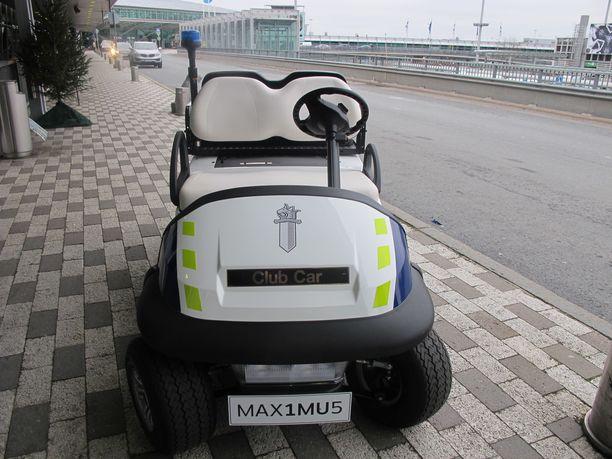Huomioi golf-auton erityisen tyylikäs rekisterikilpi.