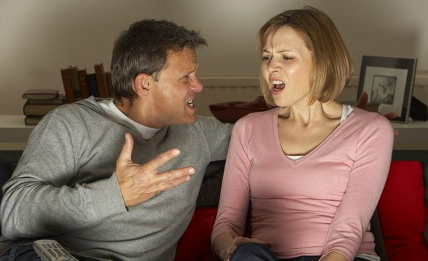 Naisilla on puhuminen usein niin hallussa, että mies kokee jäävänsä alakynteen.