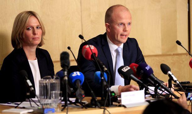 Syyttäjät Inga Bejer Engh ja Svein Holden kommentoivat psykiatrien lausuntoja Breivikistä.
