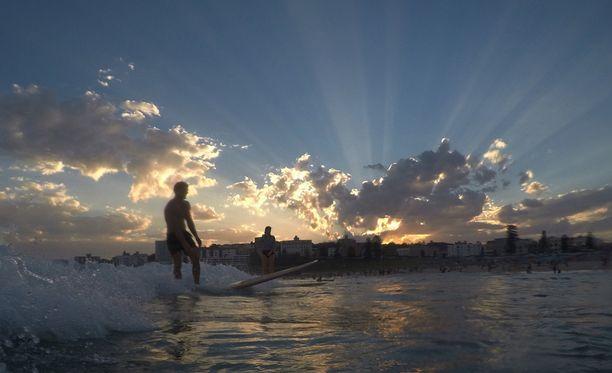 Australiassa surffataan ennätyshelteissä.