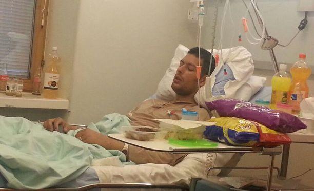 Helsinkiläinen Saska Nyman toipuu nyt sairaalassa. Munuaistulehduksen toteaminen ja hoidon saaminen kesti viikon.