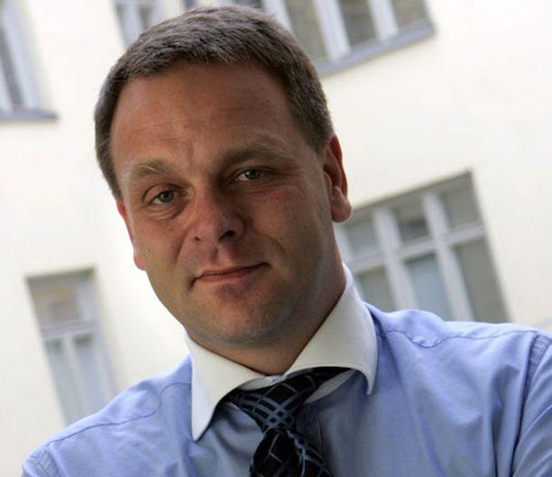 ...asuntoministeri Jan Vapaavuori perinevät ison kasan Ben Zyskowiczin ääniä.