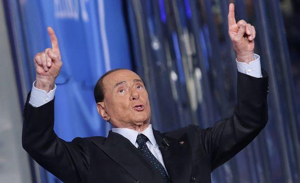 Silvio Berlusconi haluaa AC Milanin lähtevän pelaajakaupoille.