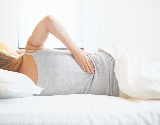 Selkäkipu voi pahimmassa vaiheessa viedä sänkyyn, mutta liikkeelle kannattaa lähteä heti, kun kipu sallii.