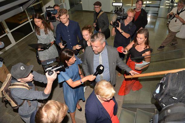 Media seurasi tiiviisti, kun Jari Sillanpää saapui keskiviikkona Helsingin käräjäoikeuteen.