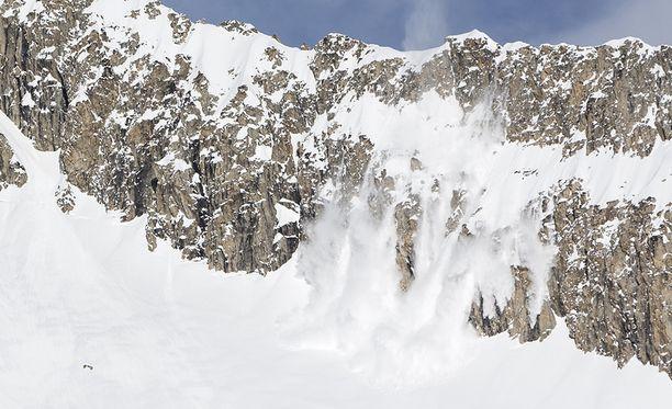 Valais'n alueella kuoli joulukuun lopulla kaksi ihmistä kahdessa eri lumivyöryssä ja idempänä Sveitsissä vielä kolmas ihminen. Arkistokuva.