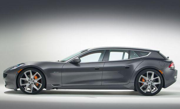 Muodosta saattaa tulla mieleen Ferrari FF:n tyyli. Myös Surf on neliovinen, nelipaikkainen ja nelivetoinen - mutta sähköinen.
