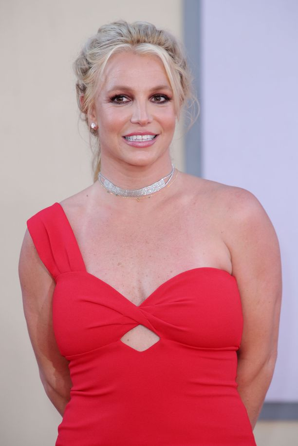 Britney Spears kappale Oops!...I Did It Again nousi valtavaksi hitiksi vuonna 2000.