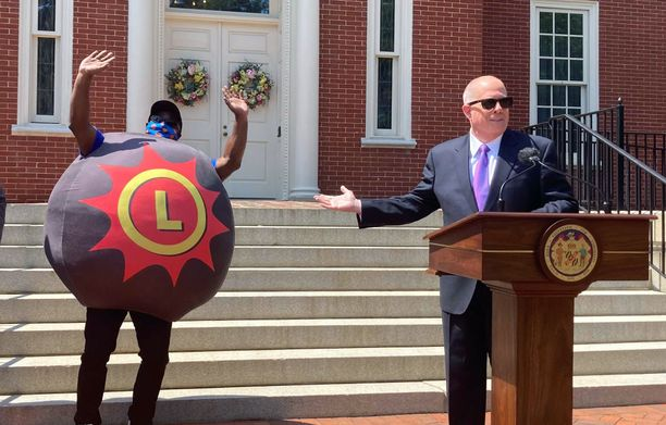Marylandin kuvernööri Larry Hogan julkisti pari viikkoa sitten, että rokotetuille jaetaan kaksi miljoonaa taalaa lottovoittoina. Arvontojen pääpalkinto on 40 000 dollaria ja itsenäisyyspäivänä yksi saa 400 000 dollaria.