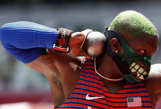 Raven Saunders voitti olympiahopeaa.