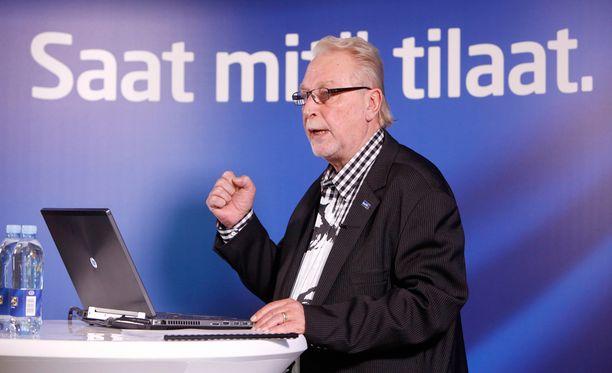 Perussuomalaisten työmies Matti Putkonen piti tilaisuuden toimittajille perjantaina.