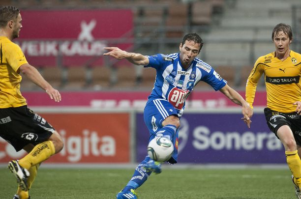 HJK:n Berat Sadik ampuu 1–0-voittomaalin KuPS:n verkkoon.